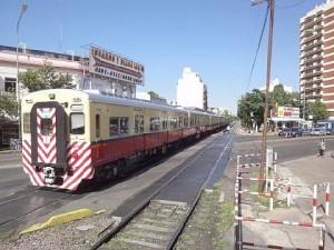 ブレノスアイレスを走る川崎重工製列車